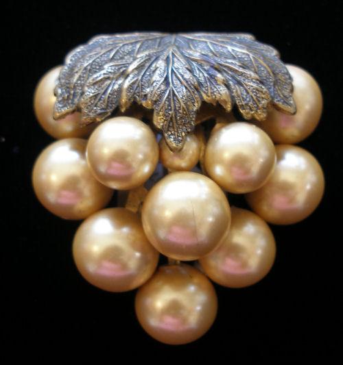 Pearl Grapes Dressclip